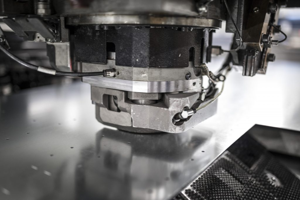 In unserer Produktion werden ausschließlich Maschinen mit sehr hoher Effektivität sowie Produktivität eingesetzt. Dies ermöglicht es uns selbst komplizierteste Teile sehr schnell und kostengünstig herzustellen.