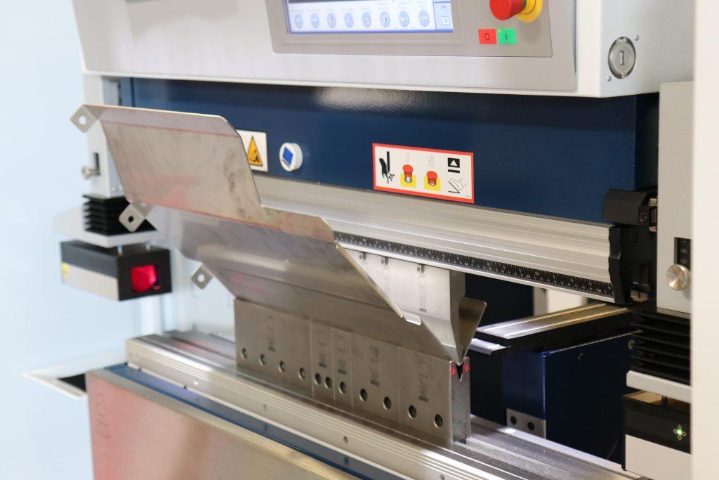 Überall wo Blech zum Einsatz kommt sind wir der richtige Partner für Ihren Bedarf. Je nach Art und Fertigungsweise des benötigten Teiles können wir Ihnen diverse Materialien sowie Oberflächen liefern.